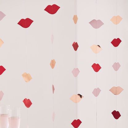 Picture of ROSE GOLD & RED FOILED LIP BACKDROP